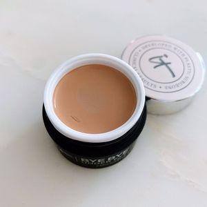 it Cosmetics Medium Tan Concealing Pot